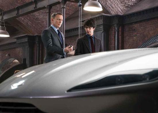 Q tegen 007 als hij zijn horloge krijgt: 'Wat het doet? Het geeft de tijd.'